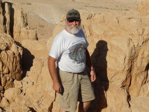 Steve looking for the cave Jim Barfield of the Copper Scroll Project has located in the vicinity of Qumran.